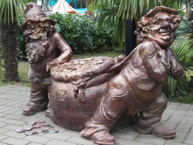 По забавным скульптурам или вспоминайте Сочи с юмором