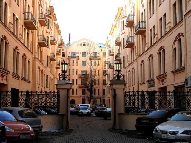 Удивительные дворики Санкт-Петербурга