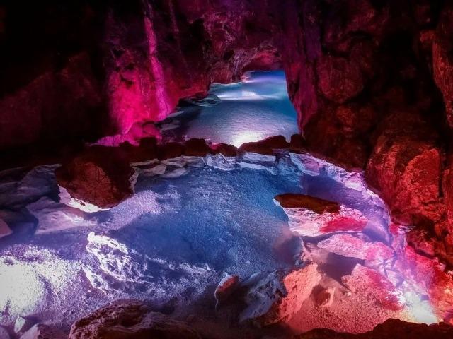 Две волшебные пещеры: Мраморная и Красная