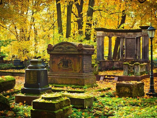 Исторические кладбища Петербурга
