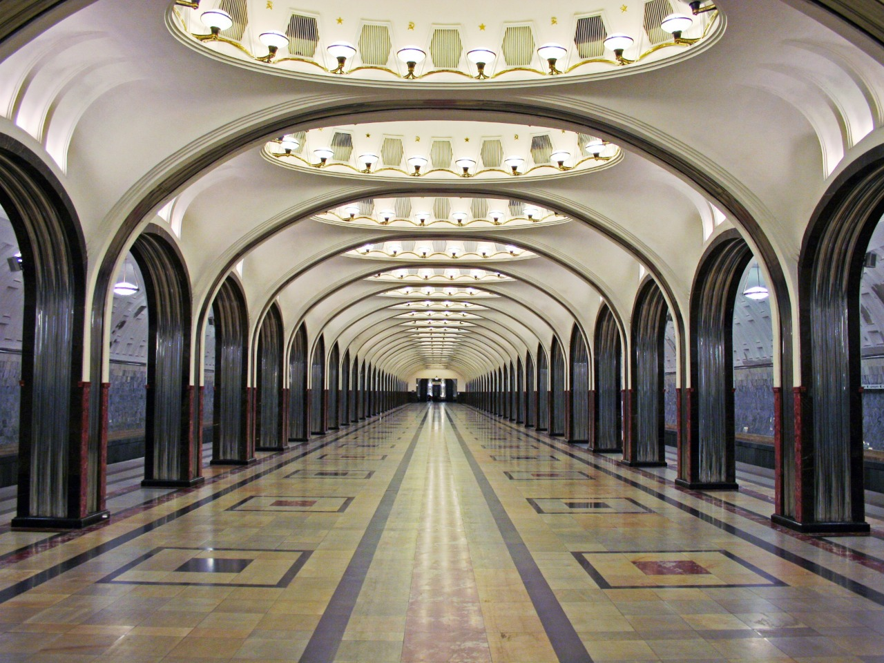 Самое красивое метро в мире - индивидуальная экскурсия в Москве от опытного гида