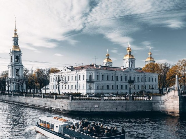 Пышный, бедный Петербург