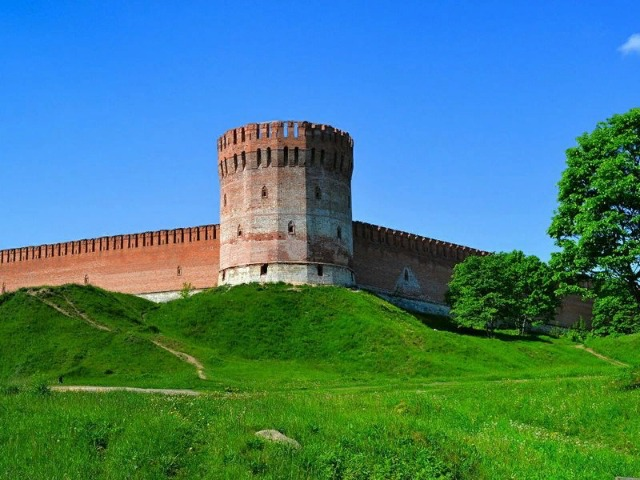 """Смоленская """"твердыня"""". Экскурсия вдоль крепостной стены"""