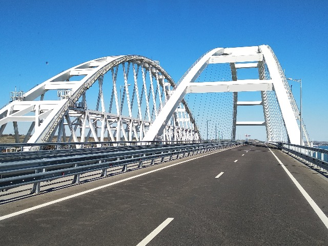 Крымский мост и город Керчь