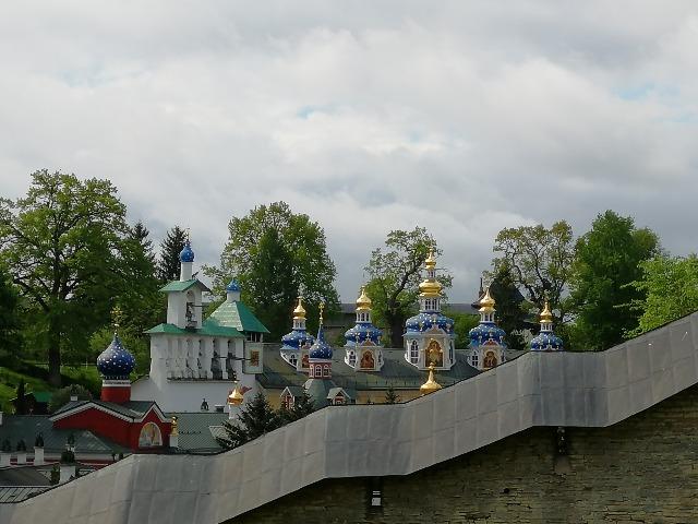 Поездка в знаменитый Псково-Печерский монастырь и легендарный Изборск