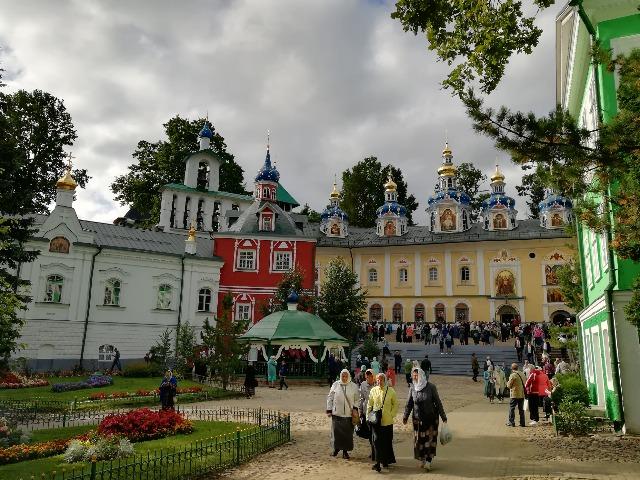Псково-Печерский монастырь и легендарный Изборск