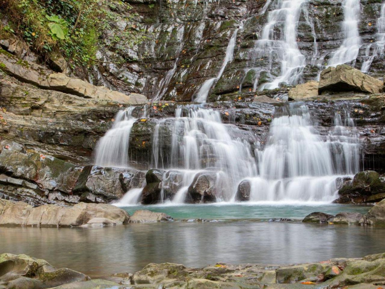 Долина легенд - 33 водопада c посещением шоу - групповая экскурсия в Сочи от опытного гида