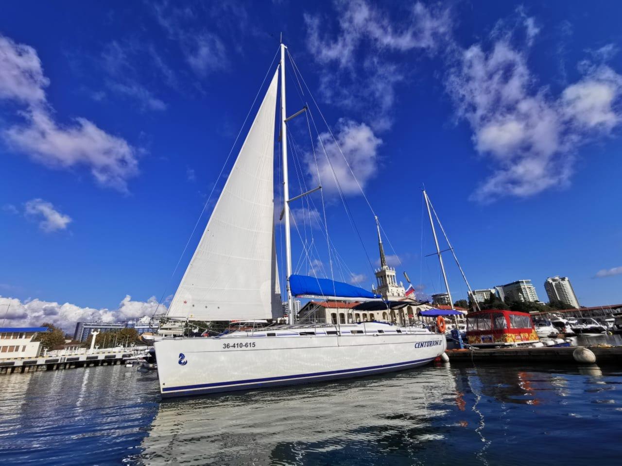 Аренда яхты Beneteau Cyclades 43/4 - индивидуальная экскурсия в Сочи от опытного гида