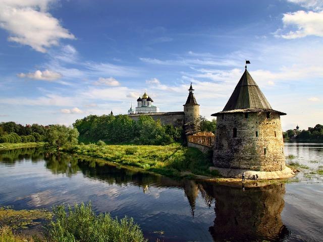 Псков - средневековый, губернский, современный