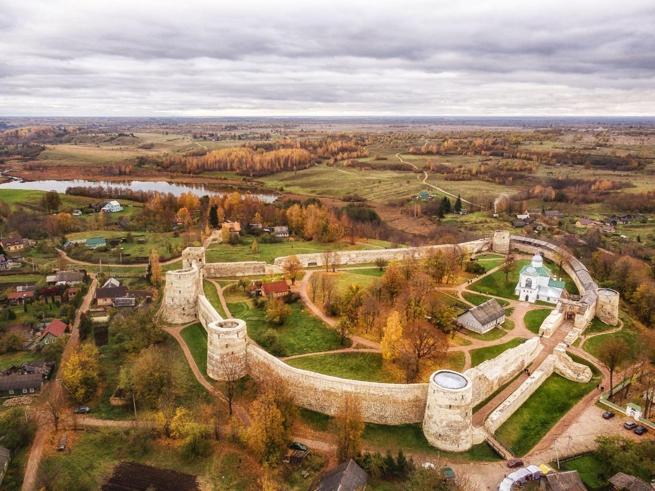 Псково-Печерский монастырь и Изборская крепость - индивидуальная экскурсия в Пскове от опытного гида