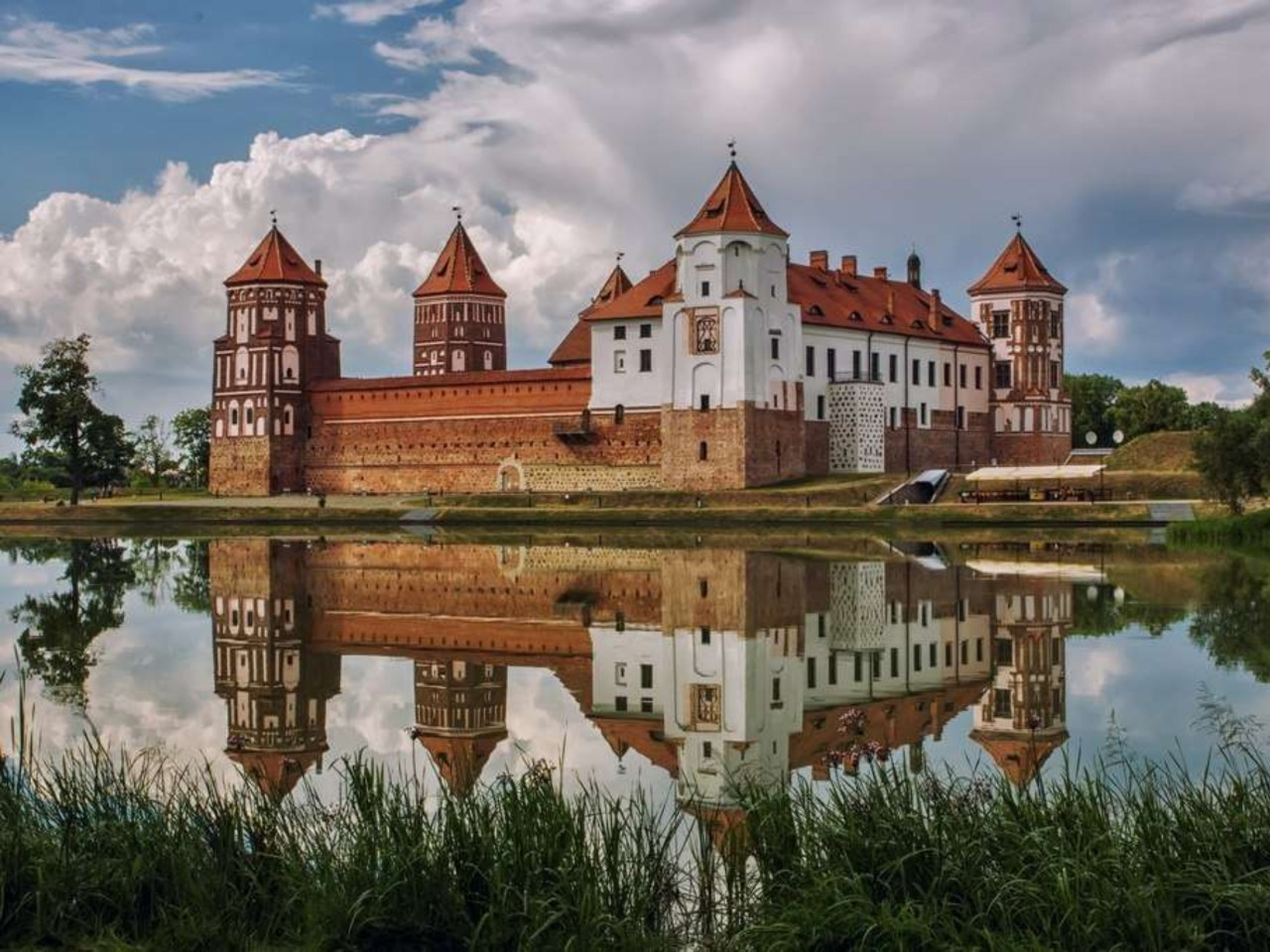 Замки Беларуси: Мирский и Несвижский - индивидуальная экскурсия в Минске от опытного гида