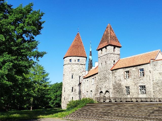 Крепостные стены и башни Ревеля