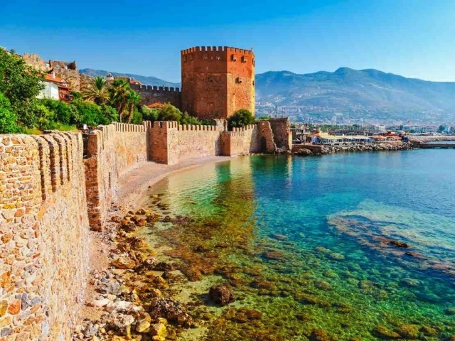 Алания - древний город-порт и современный курорт