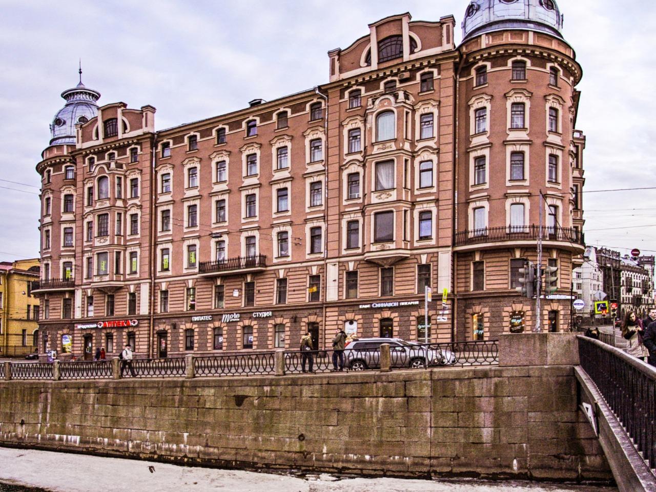 Завораживающие дворы Петроградской стороны - групповая экскурсия по Санкт-Петербургу от опытного гида
