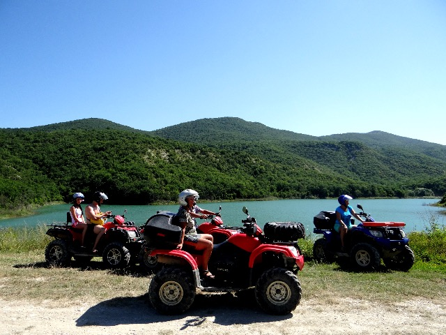 Экскурсия на квадроциклах к озеру