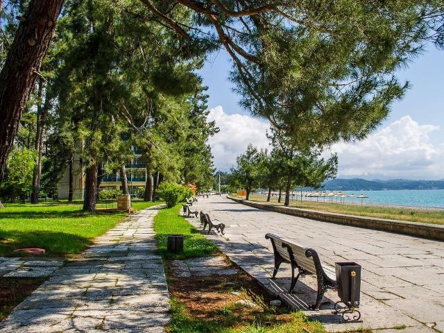 Путешествие к озеру Рица из уютной Пицунды