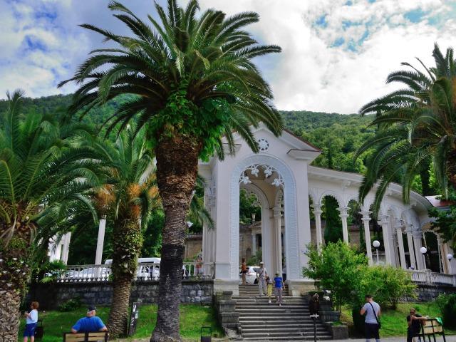 Солнечная Абхазия: Гагра, Пицунда и озеро Рица