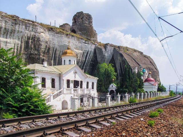 По древним монастырям Крымского полуострова