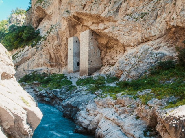 Овеянное легендами Аргунское ущелье