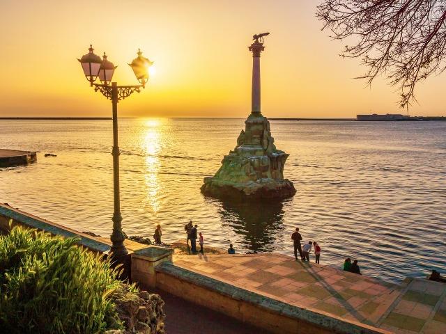 Город-герой Севастополь: влюбиться с первого шага!