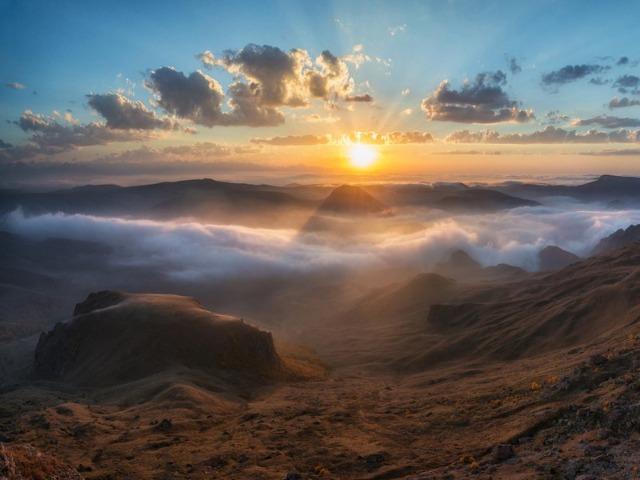 Закат на удивительном плато Бермамыт