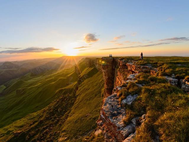 Сказочный рассвет на плато Бермамыт