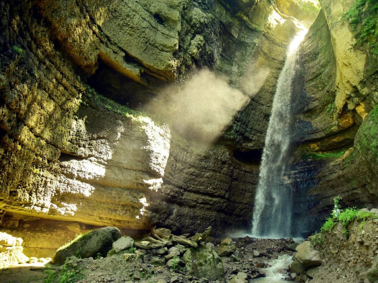 Чегемские водопады в Кабардино-Балкарии - групповая экскурсия в Кисловодске от опытного гида
