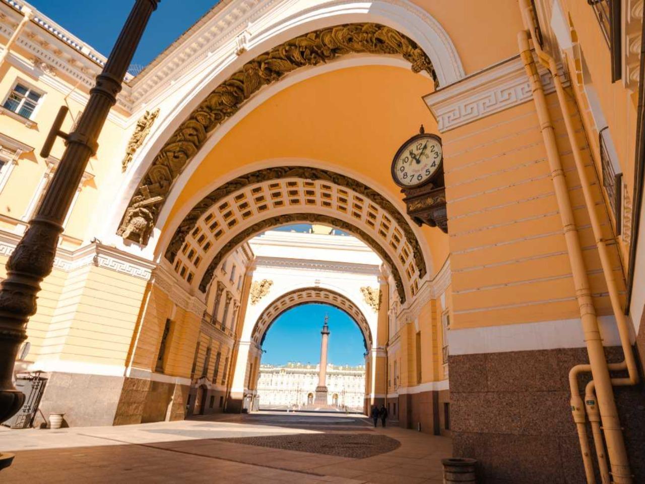 Обзорная прогулка по Питеру с визитом в Эрмитаж - групповая экскурсия по Санкт-Петербургу от опытного гида