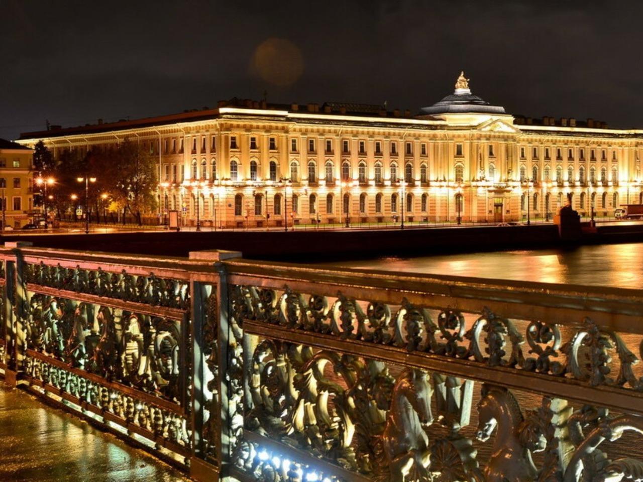 Ночной Санкт-Петербург с теплоходной прогулкой - групповая экскурсия по Санкт-Петербургу от опытного гида