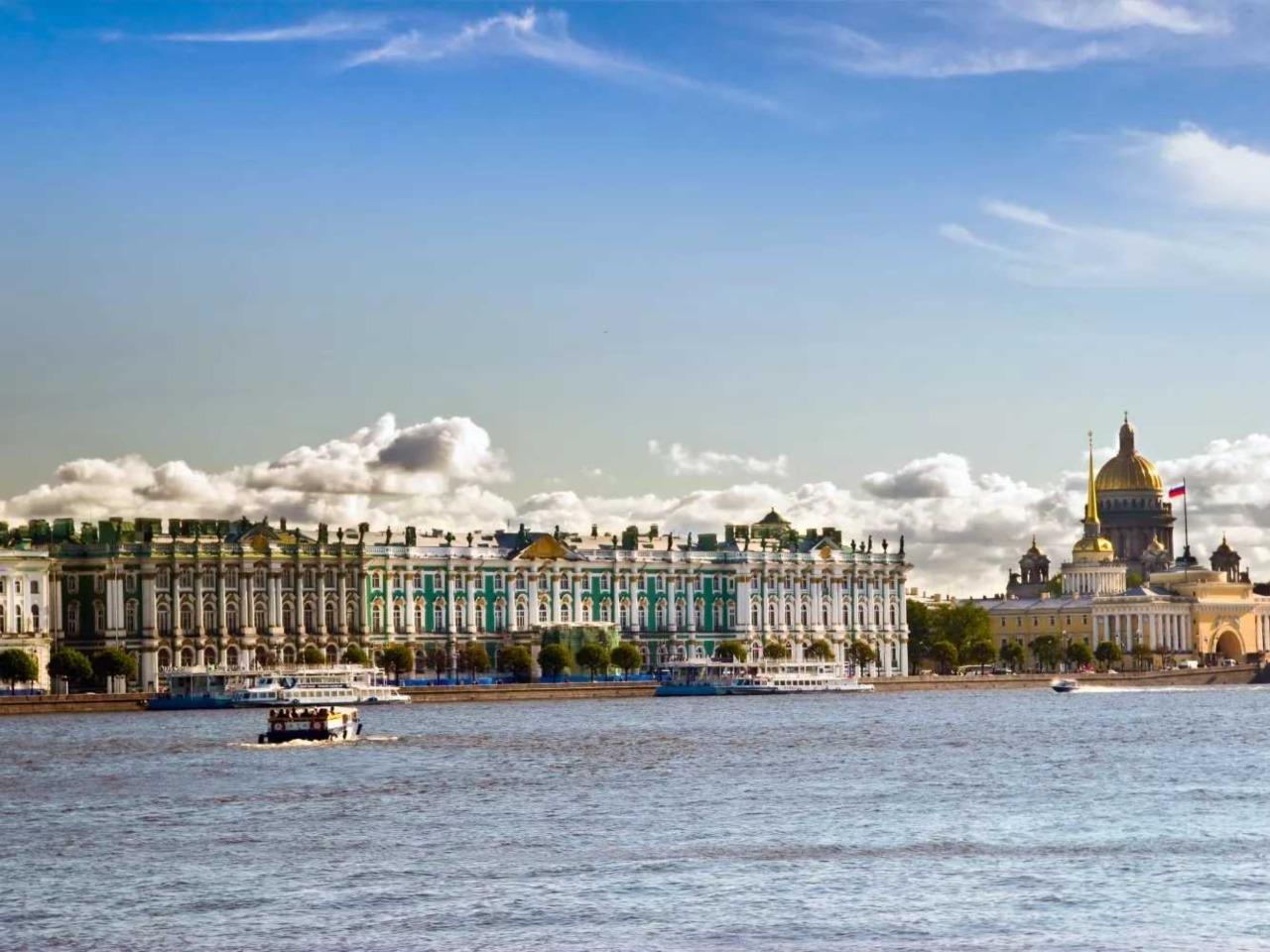 Обзорная по городу на Неве с теплоходной прогулкой - групповая экскурсия по Санкт-Петербургу от опытного гида