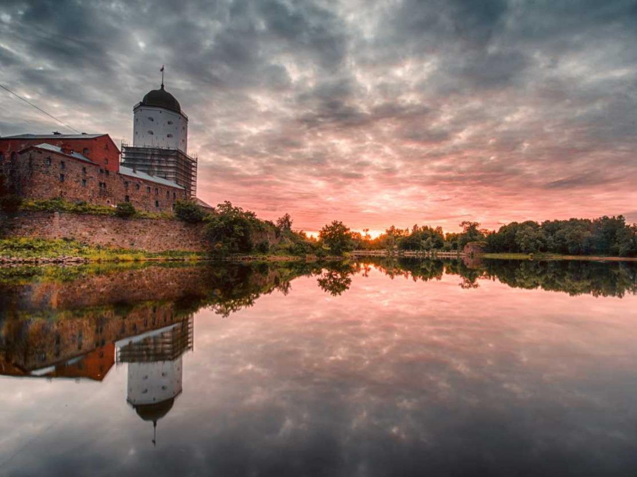 Средневековый Выборг: замок, ратуша и чудный парк - групповая экскурсия по Санкт-Петербургу от опытного гида