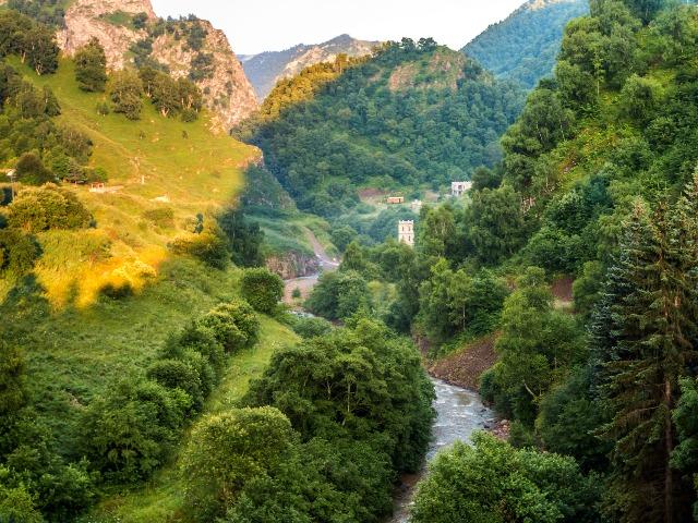 """Долина нарзанов - источник """"богатырского напитка"""""""