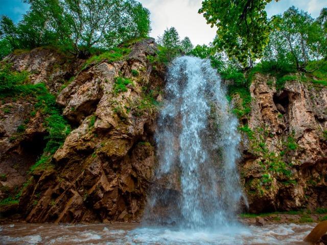 Увлекательная поездка к Медовым водопадам
