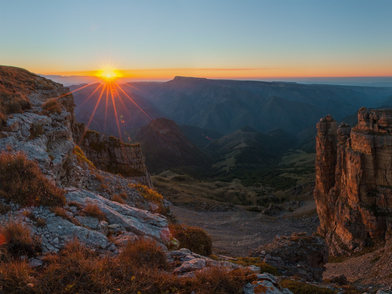 Сказочный рассвет на плато Бермамыт - индивидуальная экскурсия в Пятигорске от опытного гида