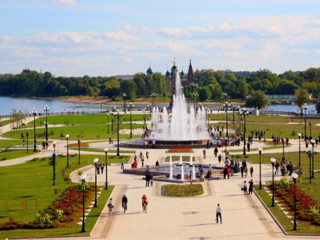 Гуляем по Ярославлю: храмы, набережная, яркие люди