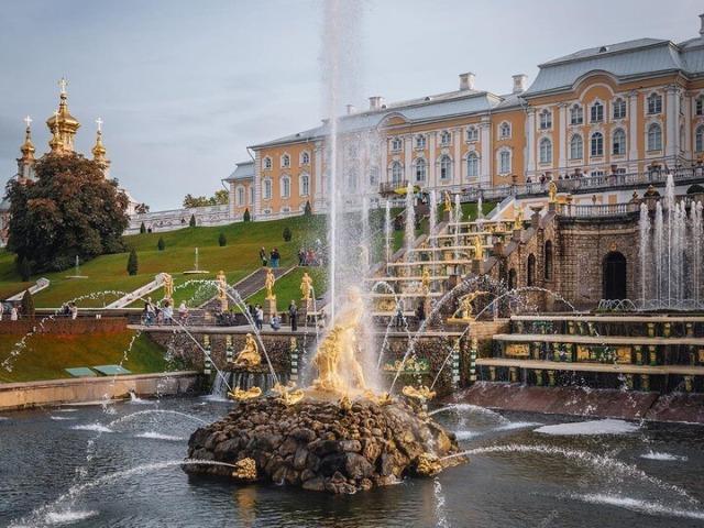 Едем в Петергоф — столицу российских фонтанов