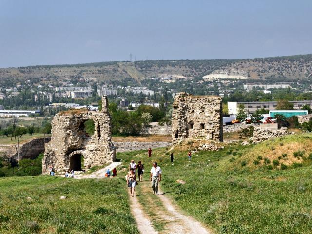 Балаклава и Инкерман со средневековых крепостей