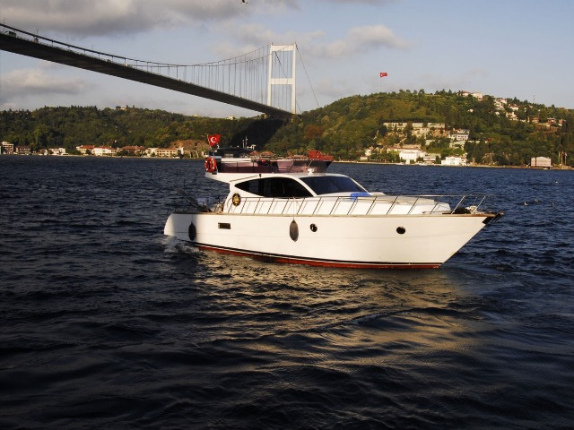 Прогулка на яхте по Босфору: дворцы и цитадели