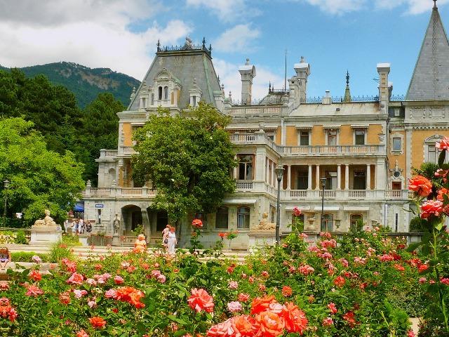 Дворцы и розы Южнобережья Крыма