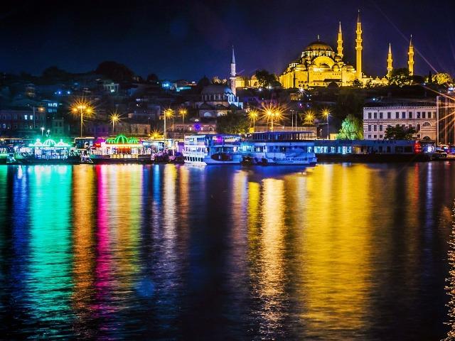 Турецкая ночь: прогулка по проливу Босфор