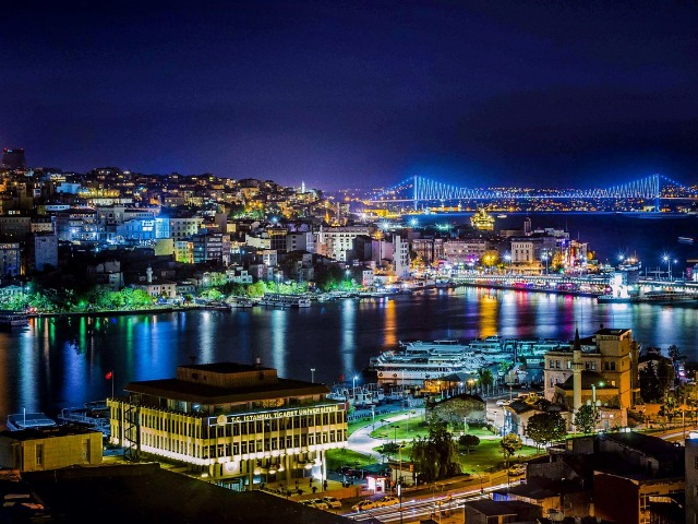 Вечерний Стамбул — море огней на Босфоре