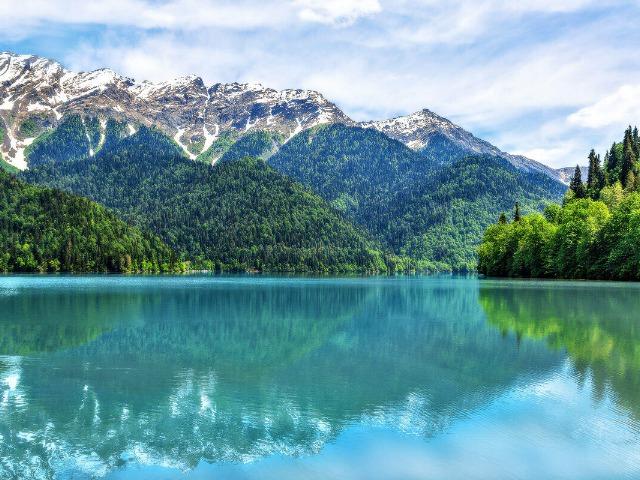 """Озеро Рица — """"жемчужина"""" Абхазской Республики"""