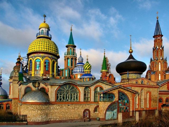 Казань с высоты и Вселенский храм (летняя)