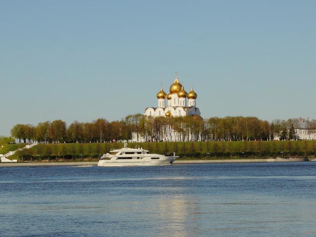 Экскурсия на лодке вдоль центра Ярославля